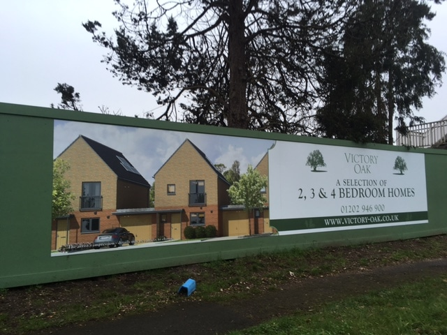Hoarding graphics - victory oak development